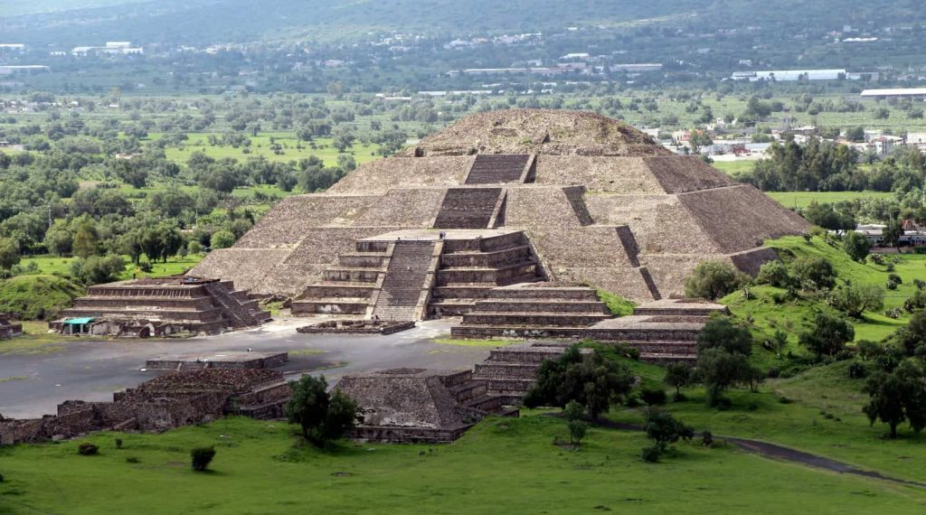 Teotihuacan-moon-temple
