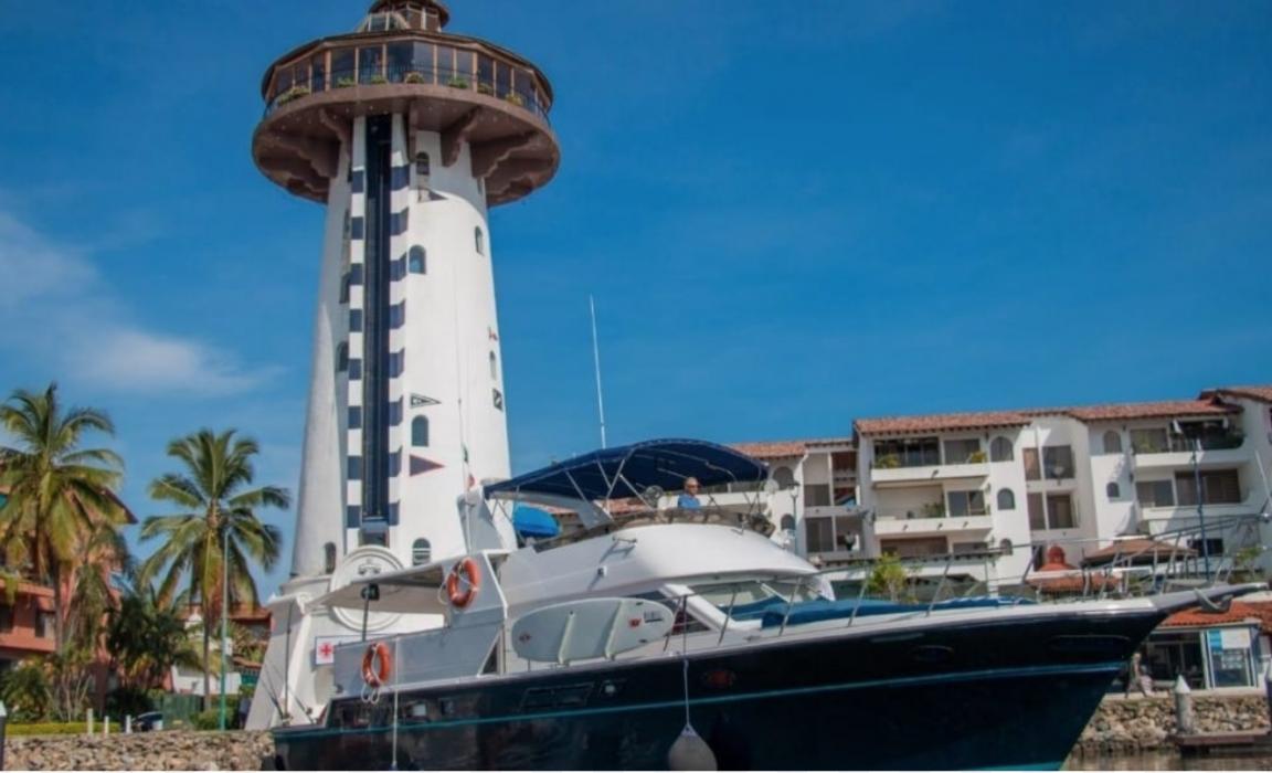 60' Yacht offboard NN